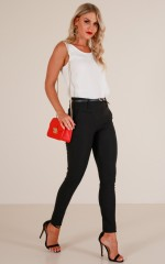 Paired Down belted pants in black