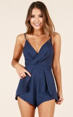 Bon Voyage playsuit in navy linen look