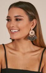 Tell Me More earrings in grey
