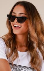 Hard To Handle sunglasses in black