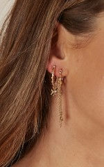 No Interruptions earrings set in gold