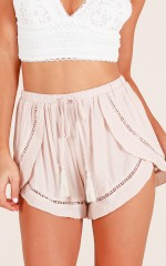 Turning Tables shorts in beige
