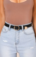 Unsustainable belt in black and gold