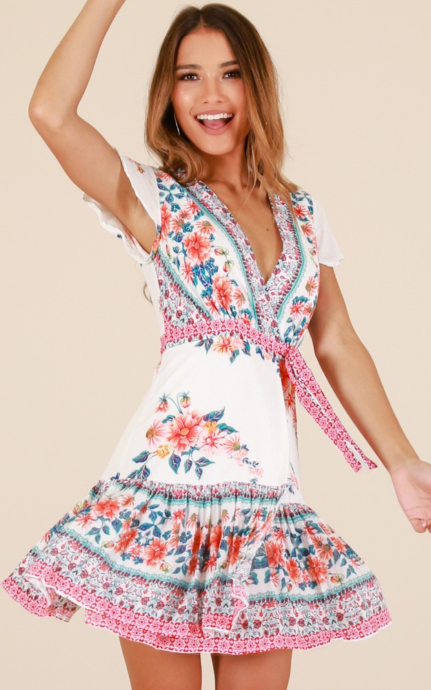 /p/h/phrase_that_pays_dress_in_white_floralro.jpg