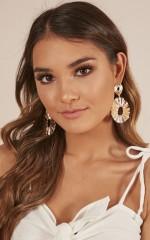 Crossroads earrings in gold