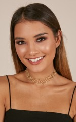 Crossed My Mind choker in gold