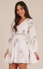 Beautiful Escape dress in white floral