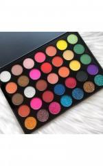 Essential eyeshadow palette in glittering blossom