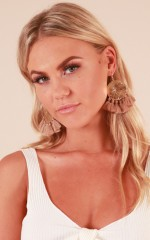 Move Your Body earrings in mocha
