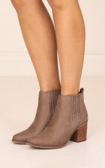 Therapy Shoes - Creston in taupe suede