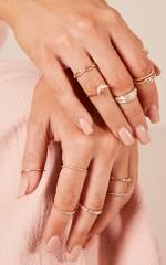 Evolve ring set in gold
