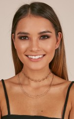 Party Song choker in gold