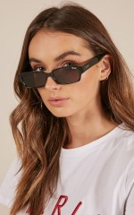 Quay - Strange Love sunglasses in black