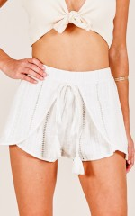 What About Us shorts in white linen look