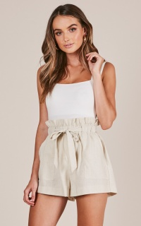 All Rounder shorts in cream linen