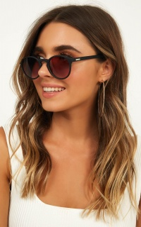 MinkPink - Saturday Sunglasses In Black Rubber