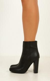 Billini - Lia Boots In Black Tumble