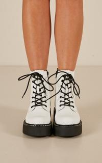 Lipstik - Kayden boots in white