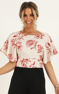 Perfect Attention Top In Cream Floral