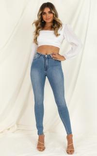 Natalie Jeans in mid wash denim