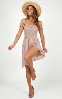 Taking It Easy Dress In Mocha