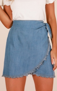 Newport skirt in light wash