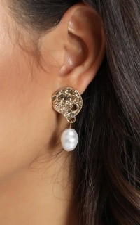 Ebby Pearl Drop Earrings In Gold