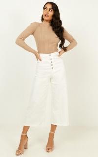 Ilana Wide Leg Jeans In White Denim