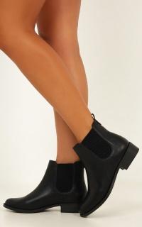 Lipstik - Akira Boots In Black