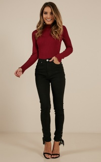 Sarah Skinny Jeans in Black Wash