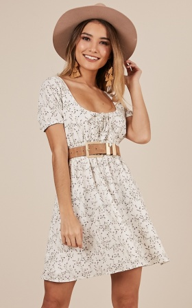 Whispers And Daydreams Dress In White Floral