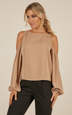 Out Of Pocket Top In Mocha