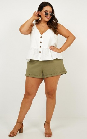 Quirky Mind Shorts In Khaki Linen Look