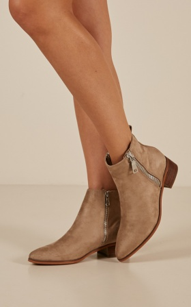 Therapy - Felton Boots in taupe