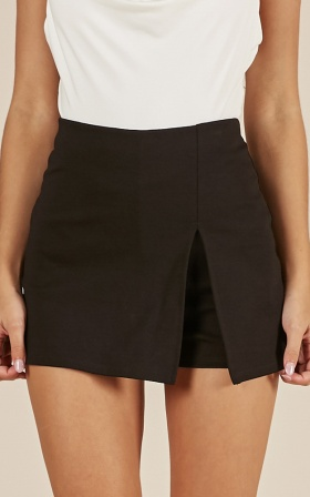 Mellow Out Skort In Black