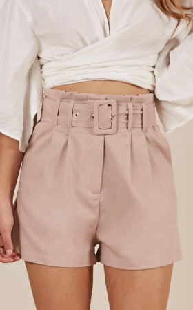 Summer Tinge Shorts in blush linen look
