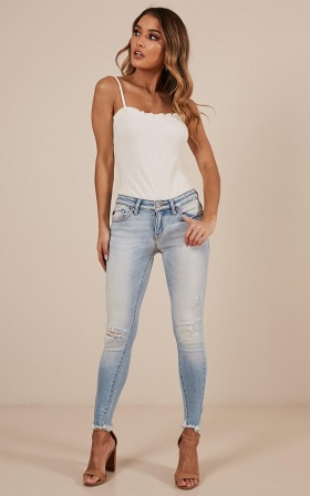Tizi Skinny Jeans In Light Wash
