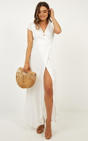 Paradise Looks dress in white linen look