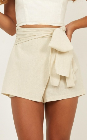 Meet Your Maker Shorts In Natural Linen Look