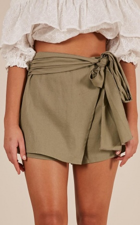 Meet Your Maker skorts In Khaki Linen Look
