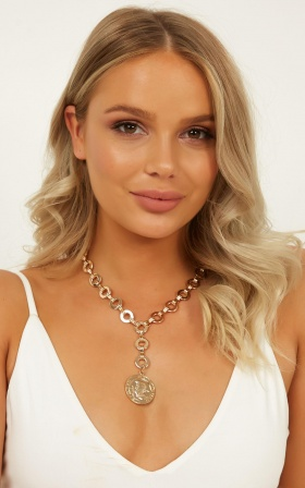 Lie To Me Necklace In Gold