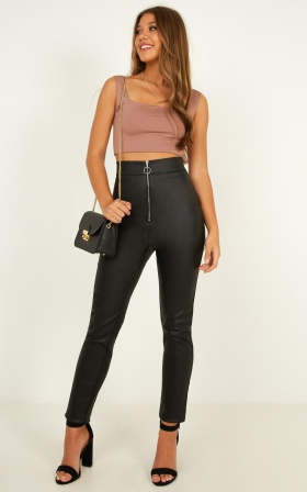 You will remember me pants in black leatherette
