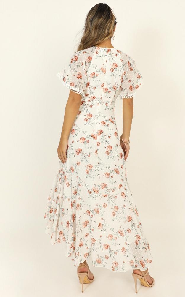 /c/h/chalkboard_dress_in_white_floral3.jpg