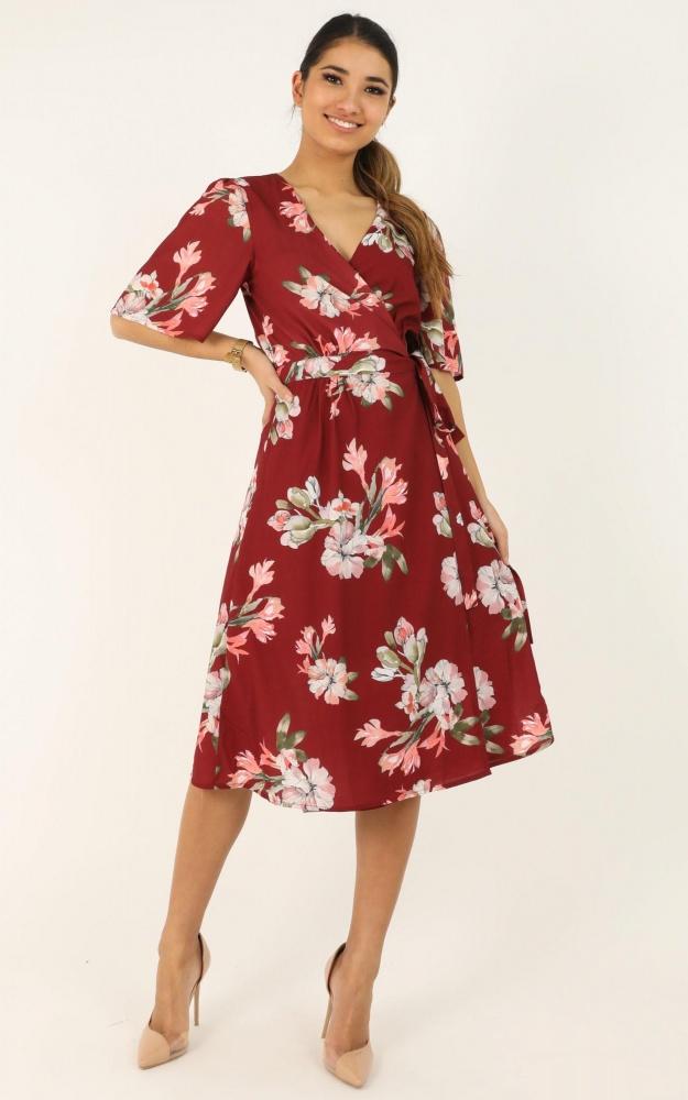 /d/e/decoding_dress_in_wine_floral_tn.jpg