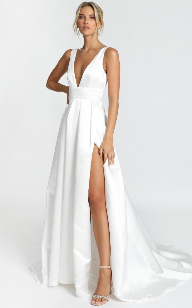 /e/y/eyes_of_the_beholder_gown_in_white4.jpg