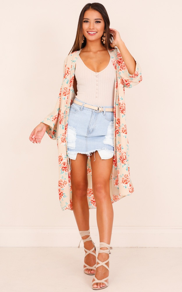 /f/e/feel_the_rush_kimono_in_beige_floral_tn.jpg