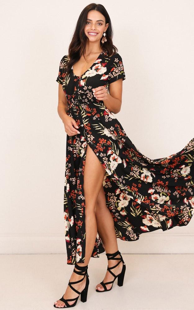 /f/e/feeling_so_close_maxi_dress_in_black_floral_tn.jpg