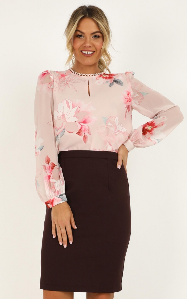 /f/i/fitting_in_top_in_blush_floral_tn.jpg