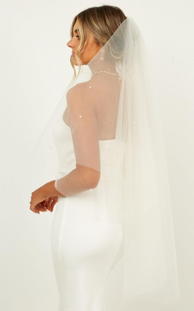 /r/o/rohearts_collide_veil_in_white.jpg