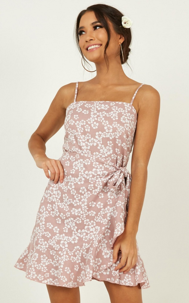 /t/n/tndaily_buzz_dress_in_blush_floral.jpg